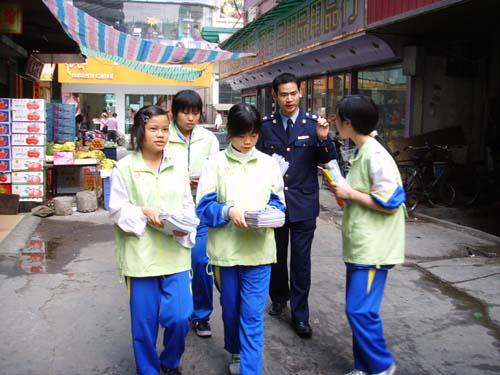 """清溪:第二十五个""""国际消费者权益日""""清溪中学志愿者再显风采"""