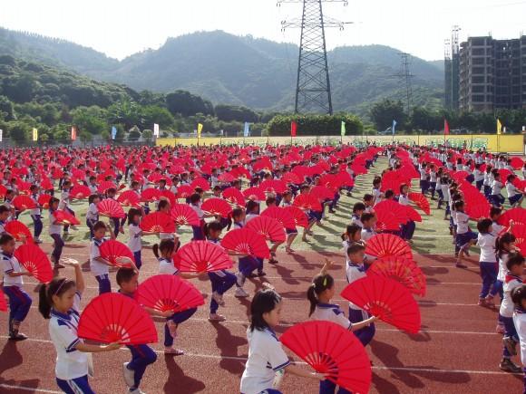 樟木头:我镇举办中小学生阳光体育运动既奔向的如何提高小学生图片