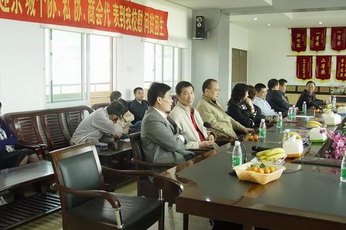 东城东城区:民营企业家到东莞初级中学开展助住初中守生活550图片
