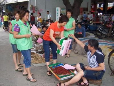 东莞市万江金泰社区组织志愿者开展赈灾募捐活动