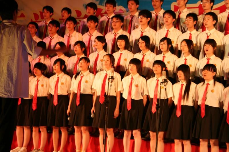 理工学校:举行班级大合唱比赛图片