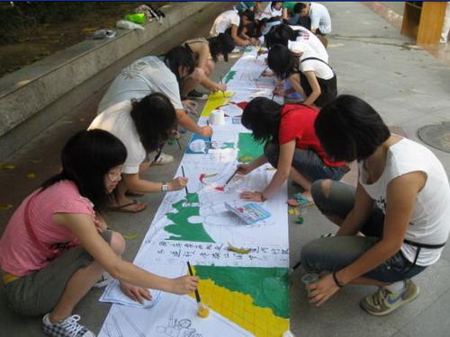 """东莞大岭山镇:""""迎奥运,树新风,创文明城市""""之长城画活动"""