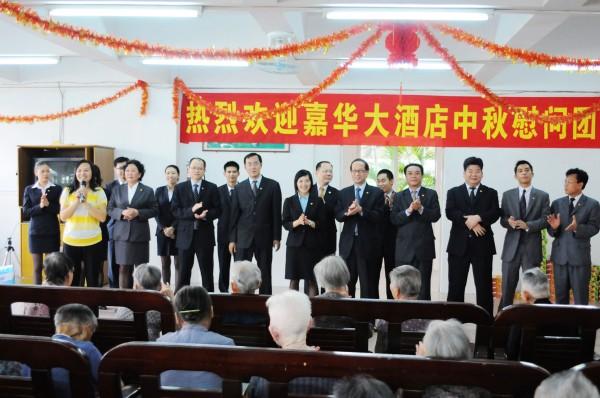 9月1日下午,嘉华大酒店团支部组织酒店各管理人员到镇敬老高清图片