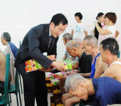 东莞市厚街 嘉华大酒店团支部开展迎中秋慰问活动高清图片