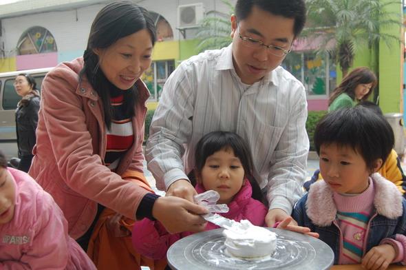 东莞市儿童活动中心亲子diy制作蛋糕活动