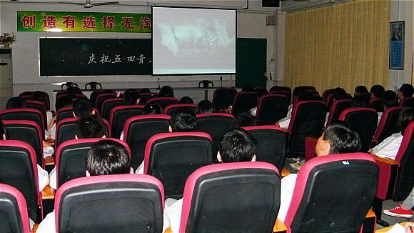 樟木头养贤学校团支部:组织团员观看电影《南京!