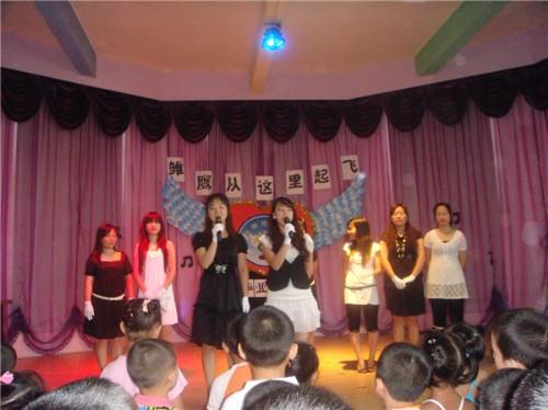 厚街:菊新幼儿园团支部举行2010届大班幼儿毕业典礼