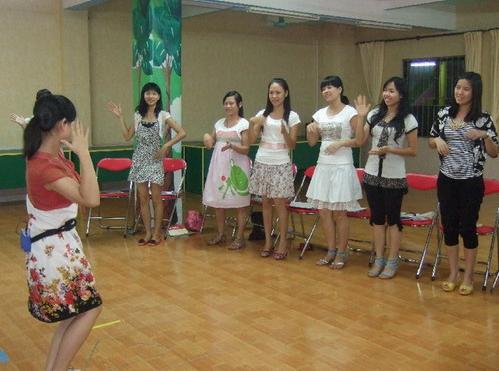 茶山:茶山中心幼儿园开展教师英语培训活动