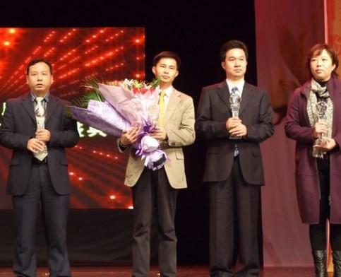 沙田 东方明珠学校董事长当选 东莞市2010年度教育公益人物 高清图片