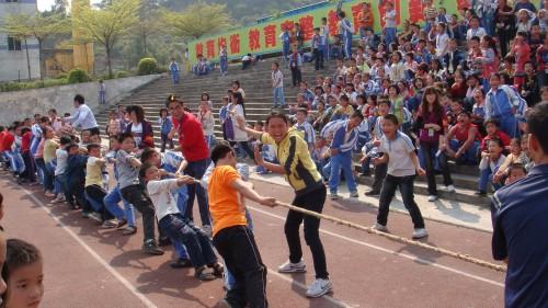 常平:崇惠学校举行小学生拔河比赛