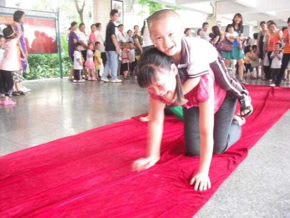 厚街:海月幼儿园团支部举行迎六一亲子运动会