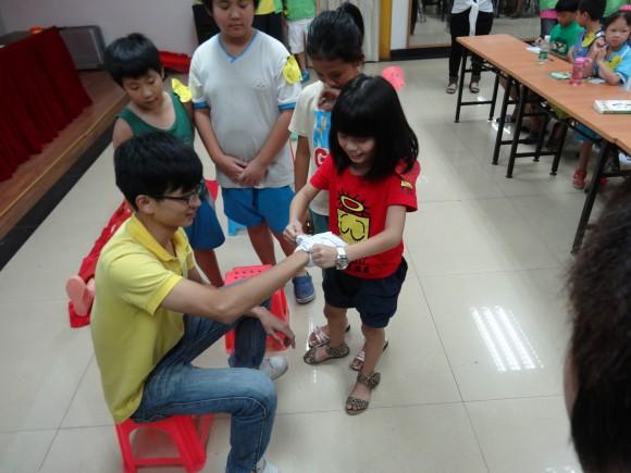 东坑:草塘社区团支部开展小学生急救知识培训班