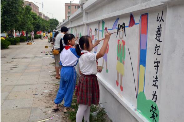 幼儿园颜料百米画卷展示图片