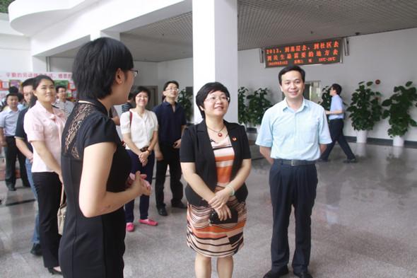 组一行参观深圳社会青年组织总部和义工联总部)-团市委组织学习组图片