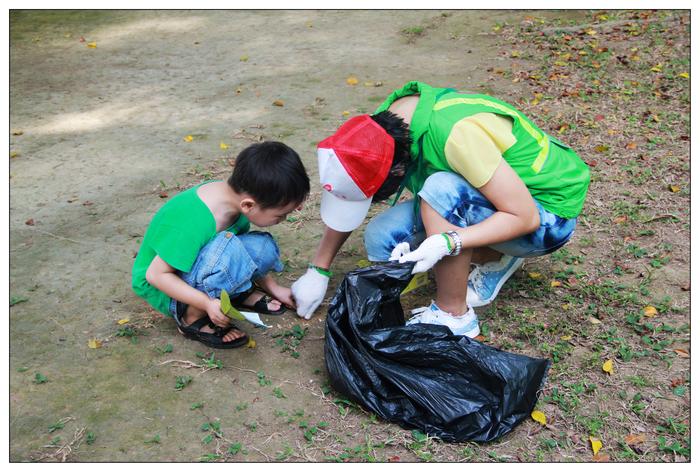 环保捡垃圾简笔画内容图片展示