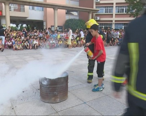 展消防安全逃生演练